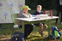 Zwei Schüler sitzen an einer Schulbank.; Quelle: Badischer Landesverein für Innere Mission / Marina Mandery