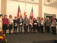 Gruppenbild mit allen, die bei der Ertragsausschüttung bedacht wurden.; Quelle: Badischer Landesverein für Innere Mission / Dr. Raimund Bauer