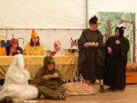 Die Theater-Gruppe des Martinshauses spielt zwei Mal im Jahr auf - beim Sommerfest wie hier und beim Weihnachtsgottesdienst.; Quelle: Badischer Landesverein für Innere Mission / Marina Mandery