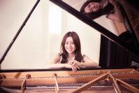 Junge Frau am Klavier.; Quelle: LMN Oberrhein e.V./privat