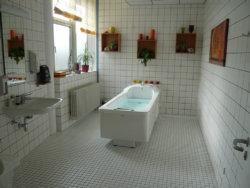 Bad im Wohnbereich Emmaus; Quelle: Badischer Landesverein für Innere Mission